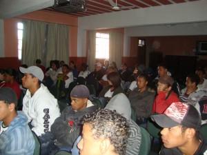 Alunos da Escola Gabriel Mandacaru assistindo à Palestra.