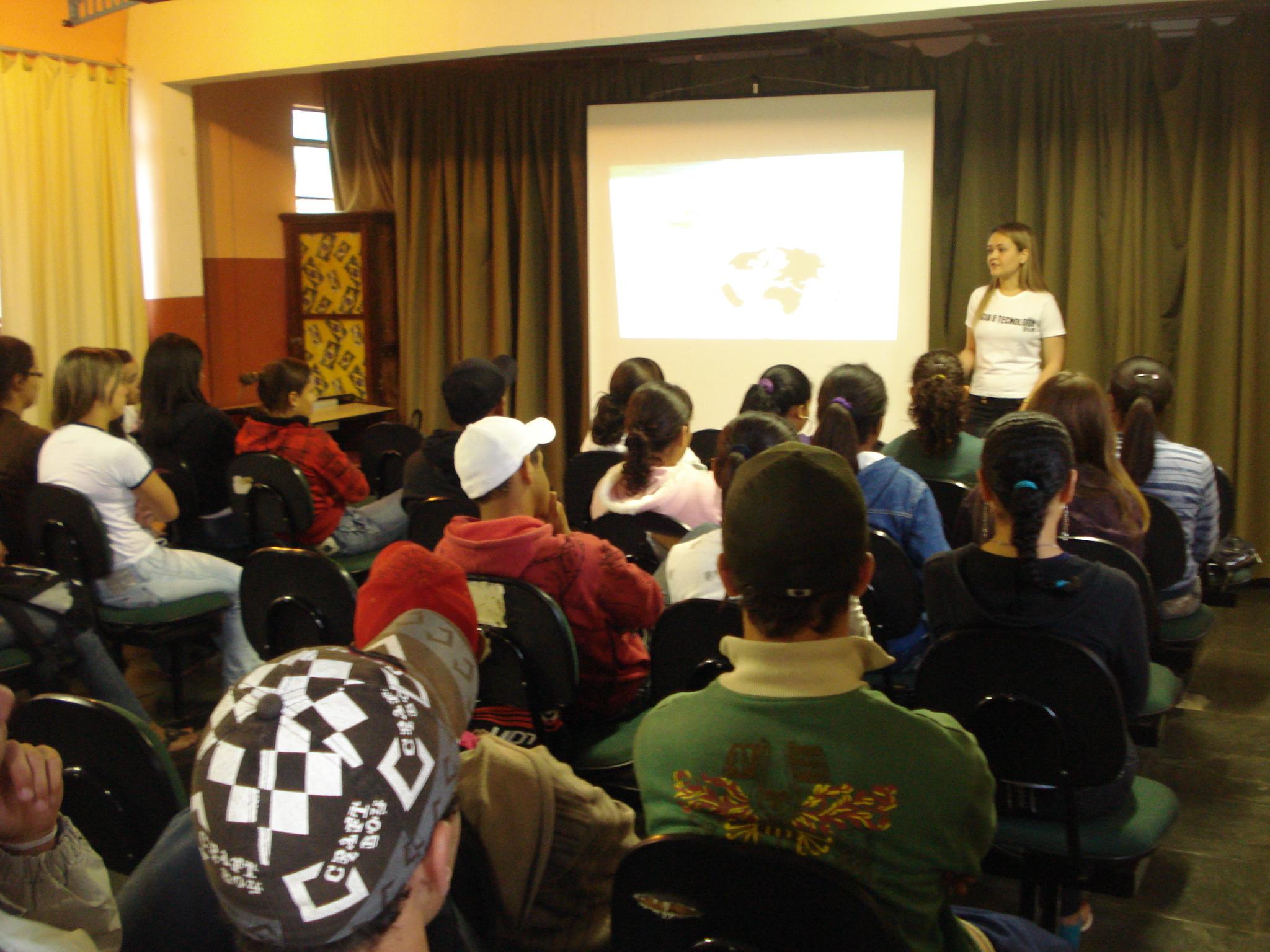 Ciência & Arte: Projeto de Extensão ministra palestra sobre