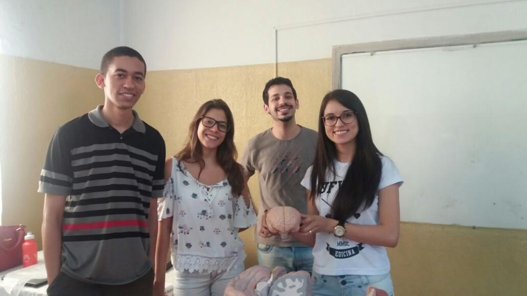 Acadêmicos da FAMMUC, João Marcos, Victória Vieira, Lucas Ayres e Ledir Franco, realizando uma das atividades do projeto.